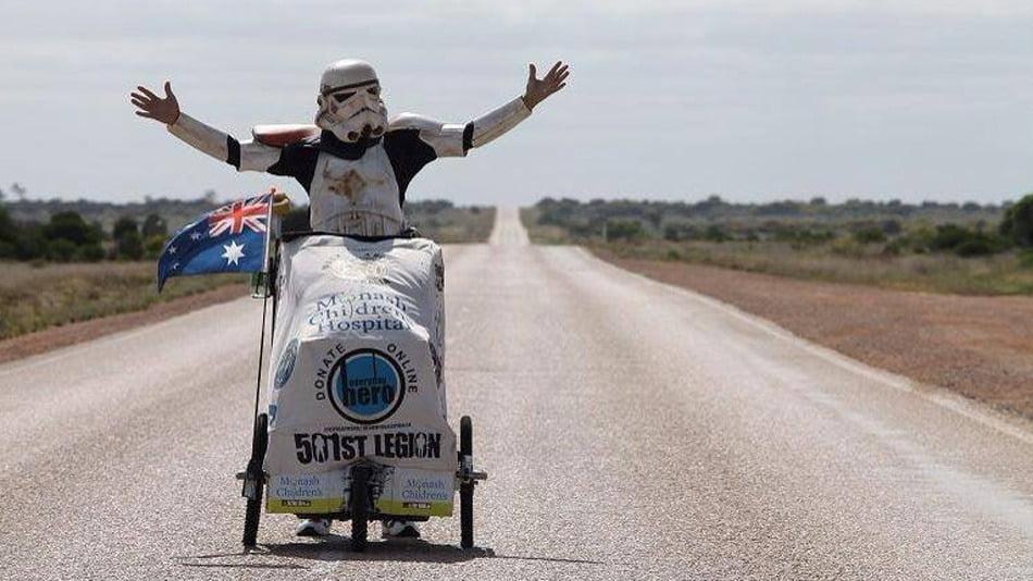 Incredibilele aventuri ale lui Scott Loxley, australianul care se crede soldat Star Wars Stormtrooper (VIDEO)