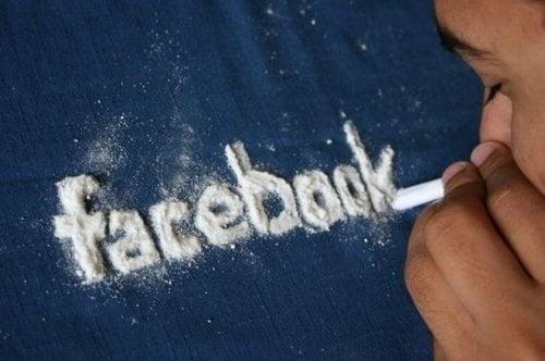 TOP 5 - Cele mai mari PERICOLE de pe FACEBOOK facebook_addiction_disorder_fad