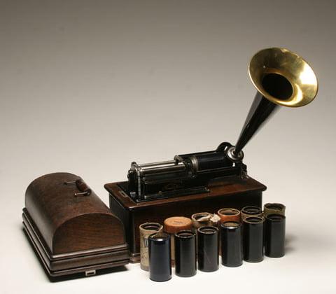 Ascultă muzica din 1877! Poţi să descarci sute de piese împrimate în...ceară