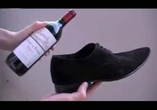 Poţi să deschizi o sticlă de vin fără un tirbuşon