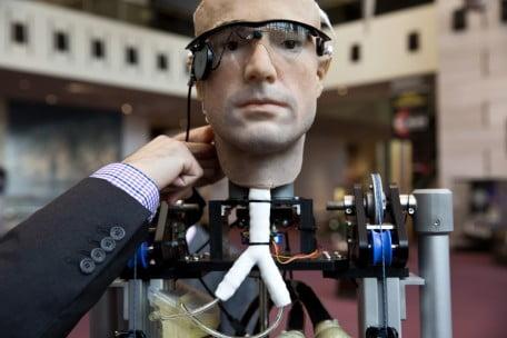 Robotul Sophia robot-umanoid-456x304
