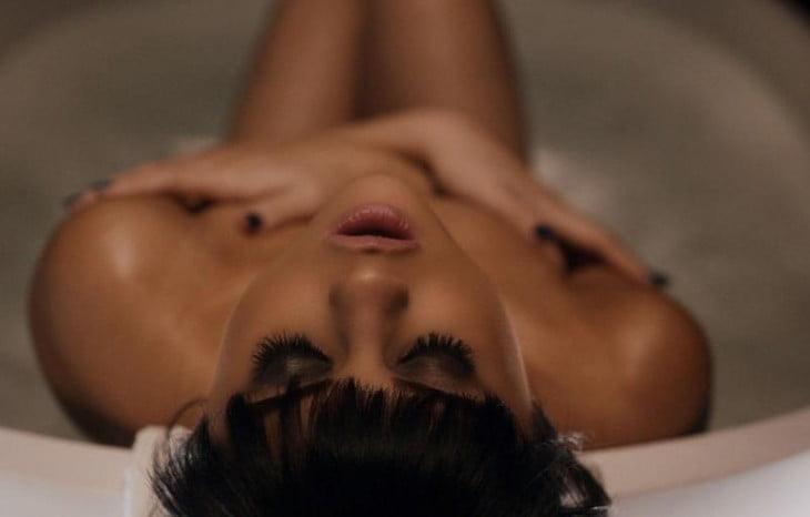 Cum găseşti şi descarci orice clip sau piesă audio de pe Internet Hands-To-Myself-Selena-Gomez