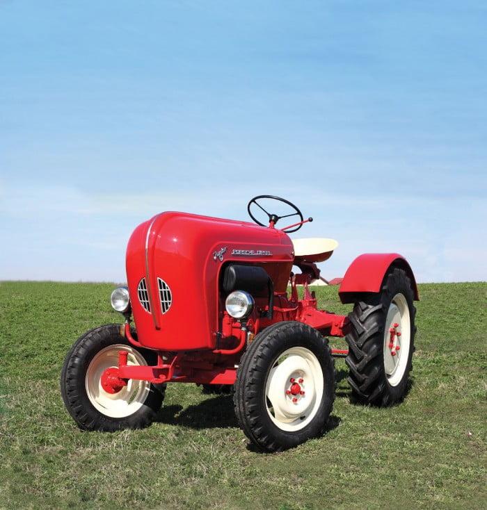 Artmark vinde la licitaţie un...tractor Porsche Tractor-Porsche