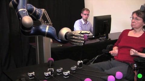 BrainGate2 medium-480-roboter-mit-gedankenkraft-steuern-snap
