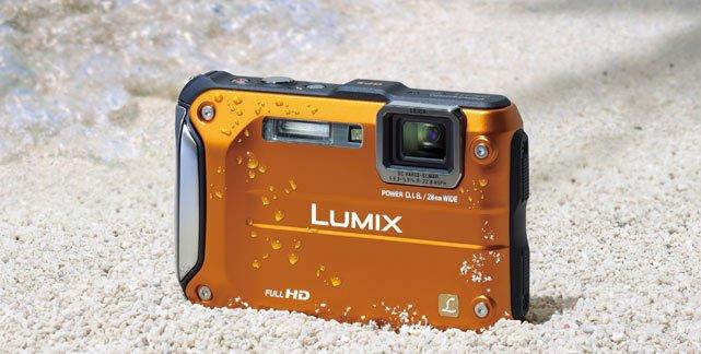 die-panasonic-lumix-dmc-ft3-ist-robust-und-bis-zu-12-meter-tauchtiefe-wasserdicht-foto-hersteller-