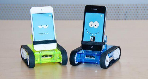 cele-mai-ciudate-accesorii-iphone