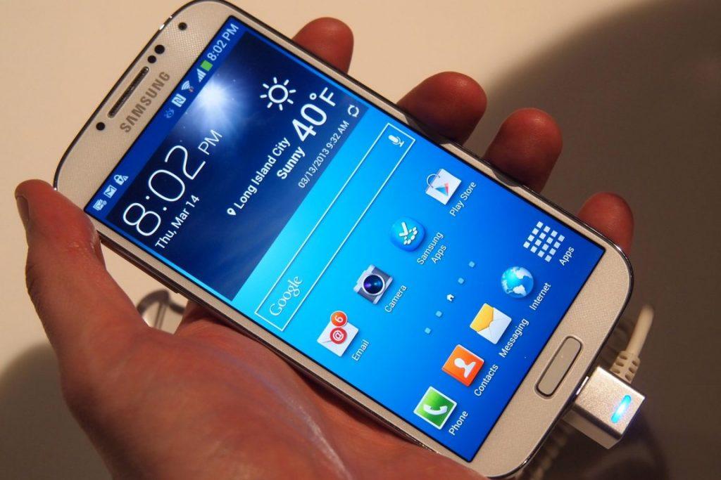 Samsung-Galaxy-S4-angled