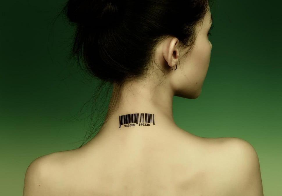 neck-tattoo-motorola-gadgetreport
