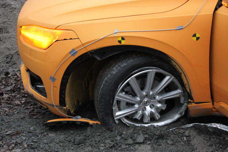 The New Volvo XC90 crash test gadgetreport.ro