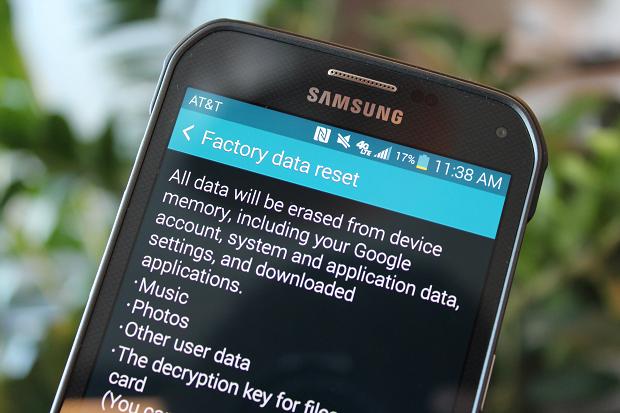 factory data reset cum-resetezi-un-telefon-mobil