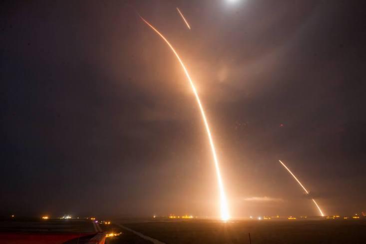 Space-X-Falcon-9-lansare-istorica