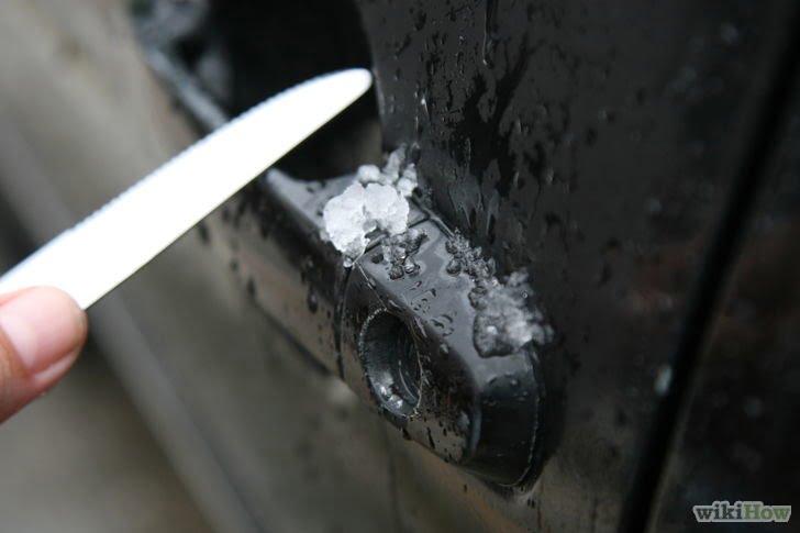 Cum dezgheţi portiera maşinii