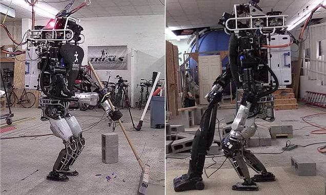 robotul umanoid Atlas da cu matura