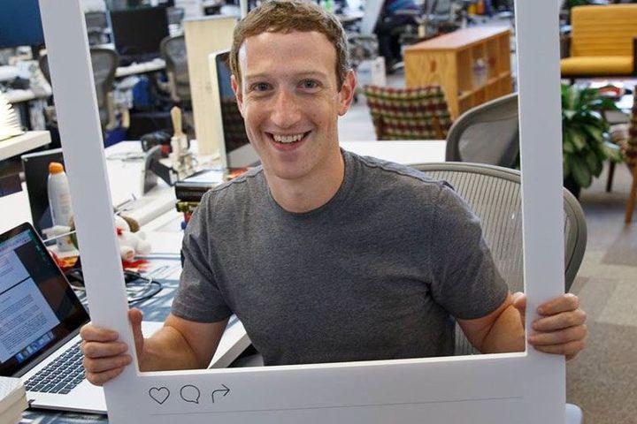 Antivirusul lui Mark Zuckerberg - autocolant pe cameră şi microfon 2