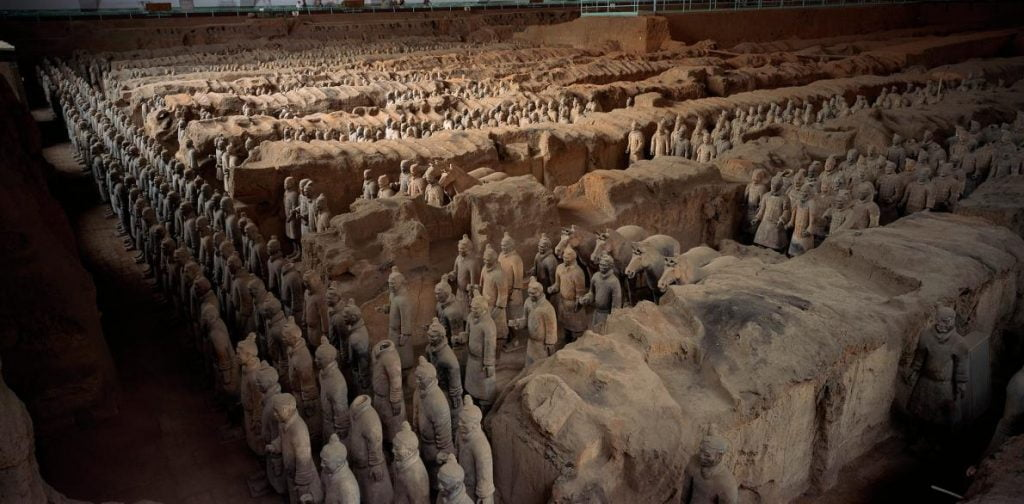 01-china-emperor-tomb-terracotta-adapt-1190-1