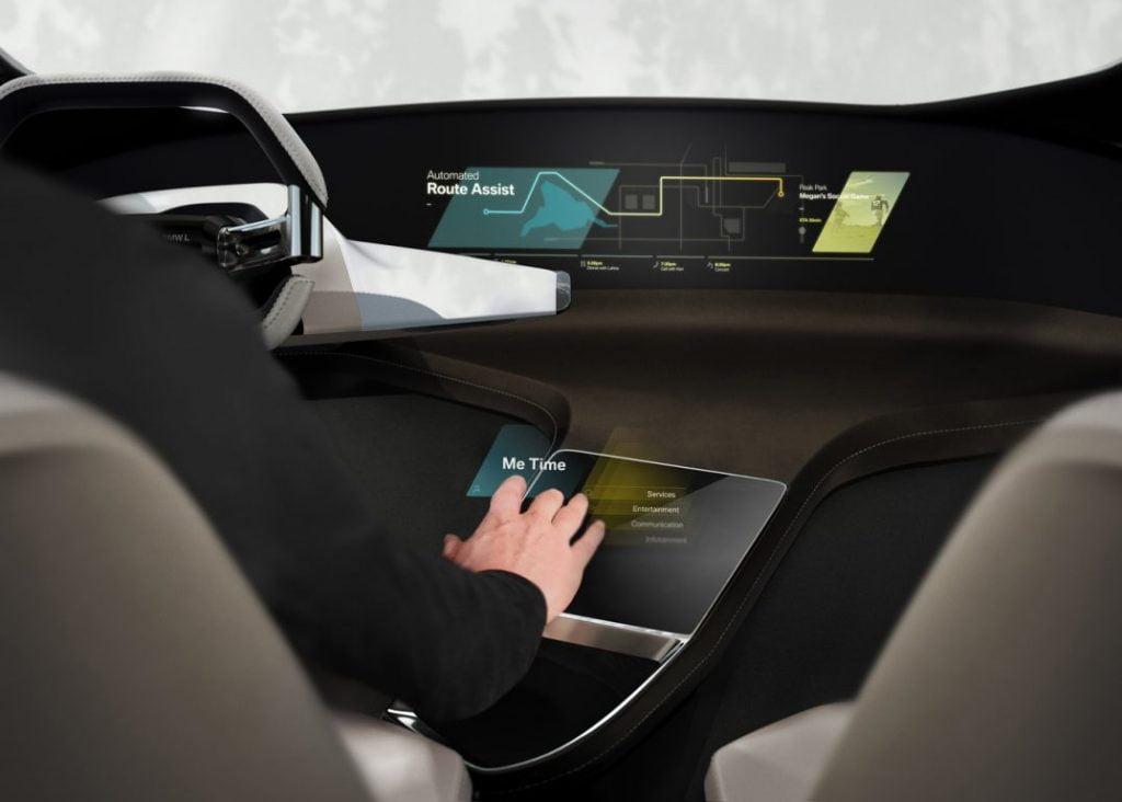 Adio touchscreen! BMW HoloActive Touch aduce holograme în maşină