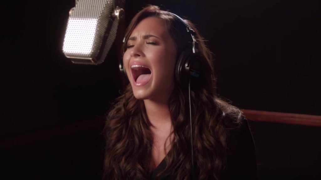 "Demi Levato revine cu ""Silent Night"", special de Craciun"