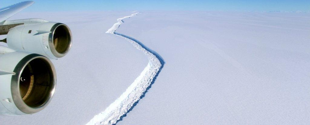 larsen c Unul-dintre-cei-mai-mari-gheţari-din-Antarctica-Larsen-C