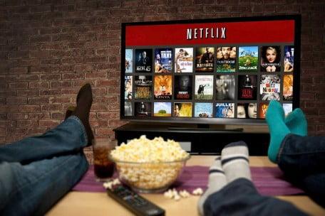 Chromecast netflix-cum-vezi-pe-televizor