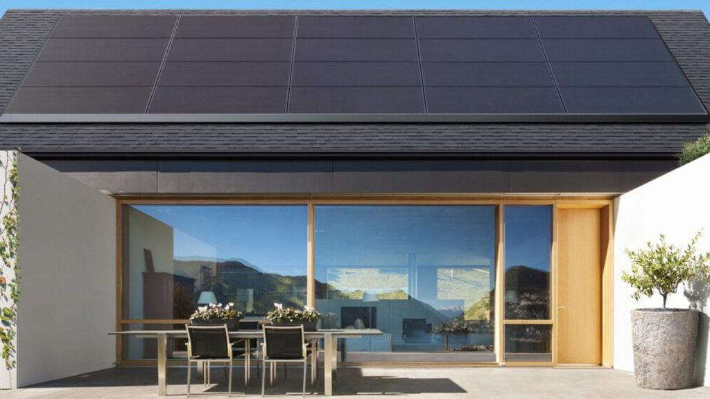 Tesla oferă o alternativă la acoperişurile solare, în colaborare cu Panasonic