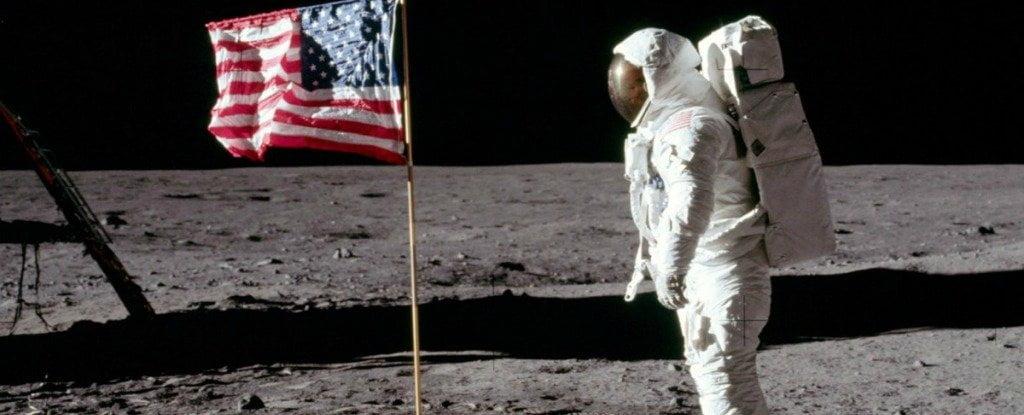 lună steagul-SUA-pe-Luna