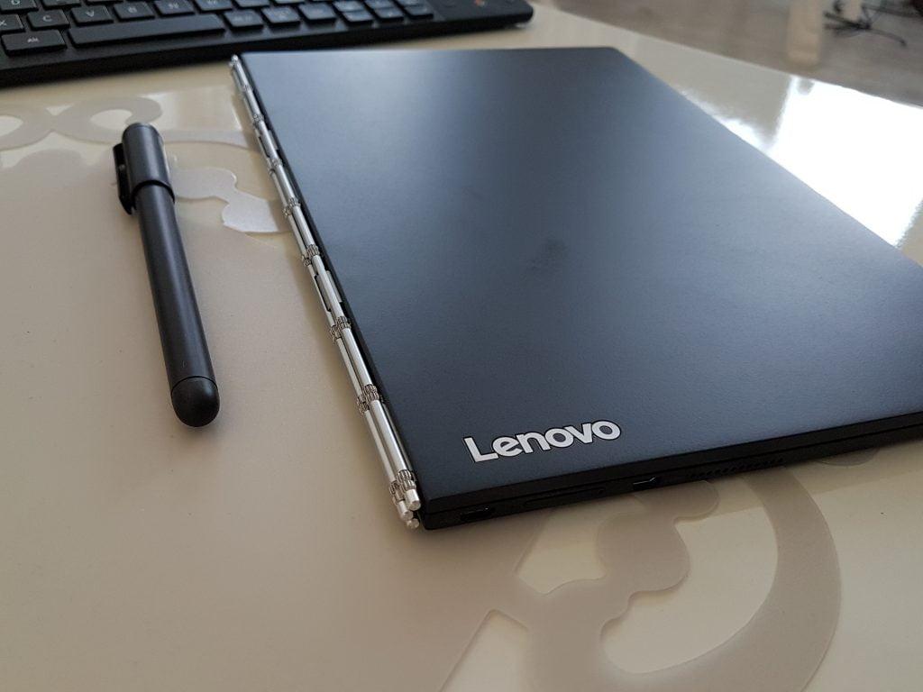 Review Lenovo Yoga Book. Cum arată şi ce poate cel mai inovativ hibrid de laptop-tabletă