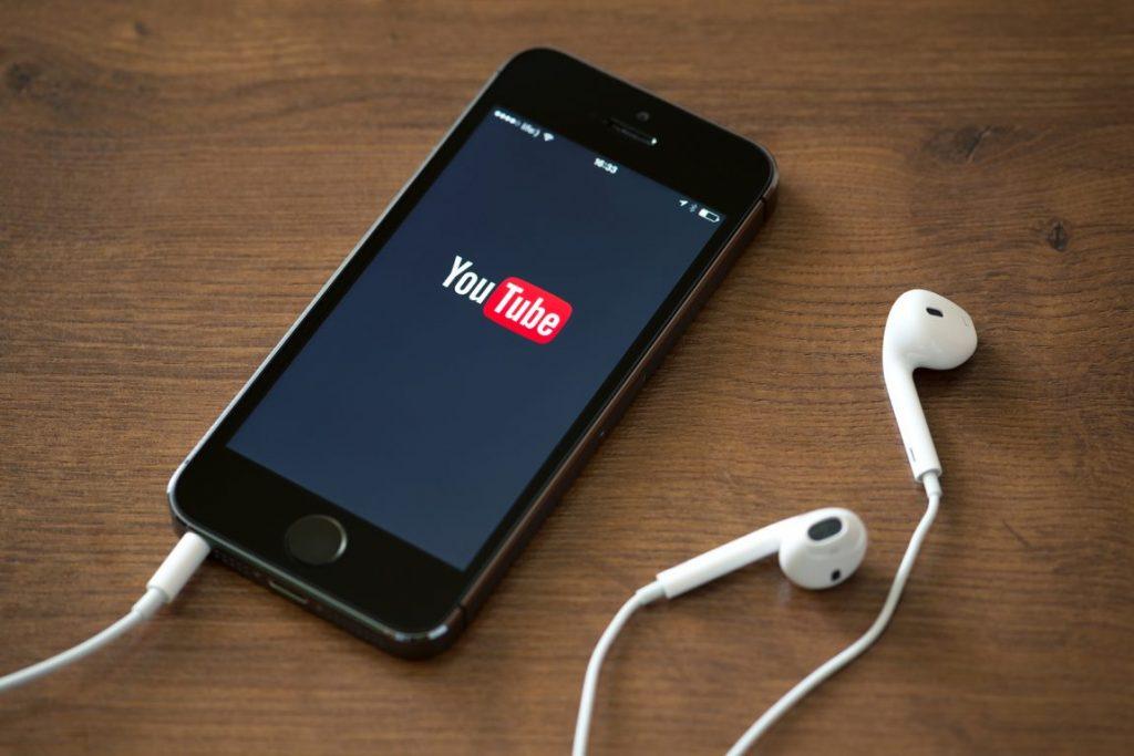 aplicaţii bigstock-Youtube-Application-gadgetreport