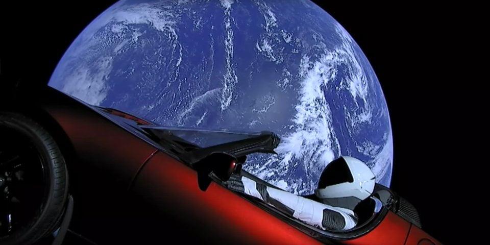 Starman a trecut de orbita lui Marte