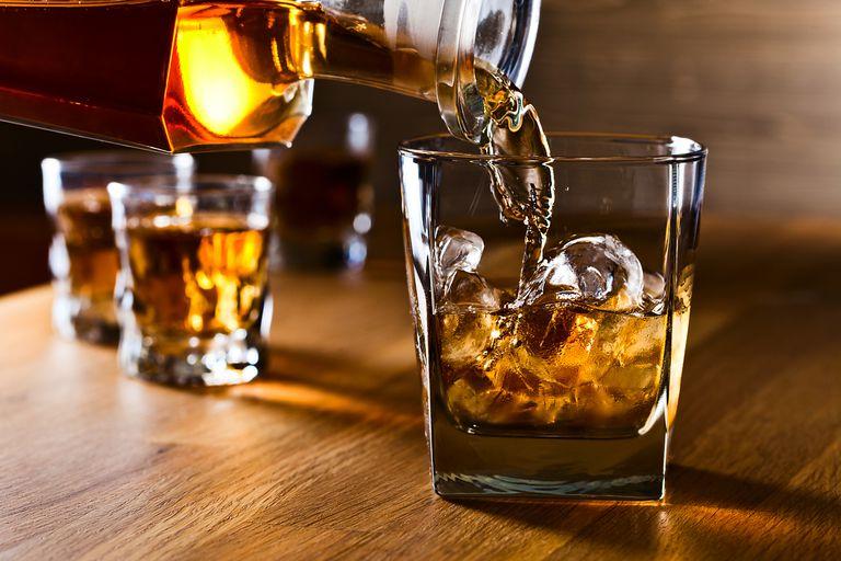 Cum se bea un whisky adevărat! Uită de cele patru cuburi de gheaţă