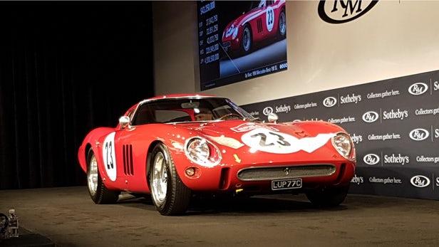 Un Ferrari 250 GTO din 1962 a fost vândut la licitație, zilele trecute, cu suma de 48,4 milioane de dolari, un nou record mondial în material. Licitația, organizată de Sotheby's, a avut loc în Monterey, California, relatează GadgetReport.ro