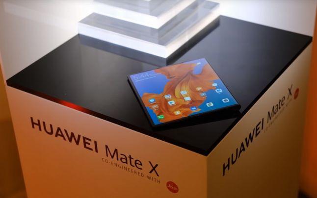 Huawei Mate X. Telefonul pliabil 5G care va concura Galaxy Fold