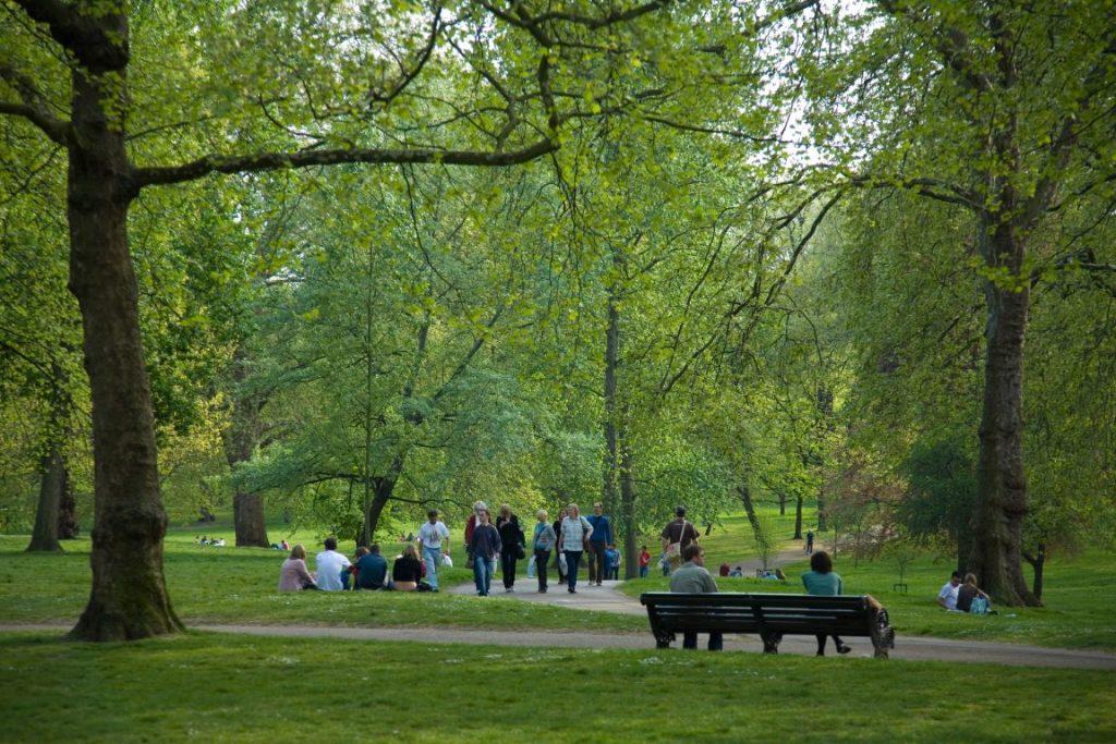 Dovedit ştiinţific: Beneficiile incredibile ale ieşirii în parc