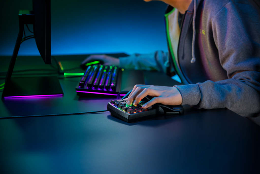 Razer Tartarus Pro. Un keypad inovativ, cu switch-uri optice analogice