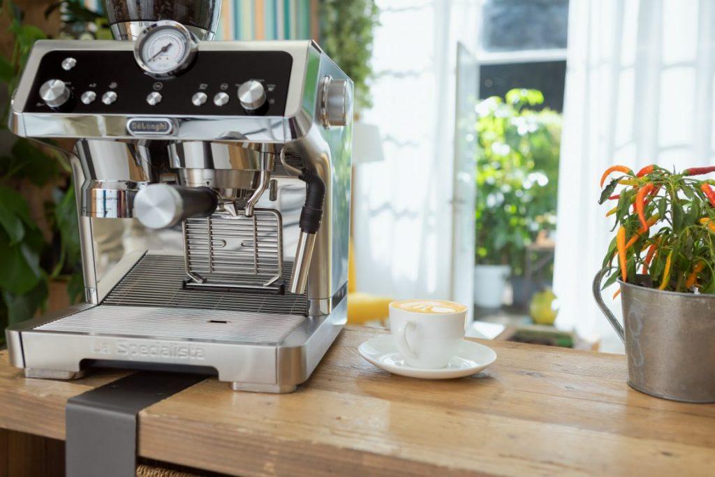 De'Longhi lansează espressorul La Specialista