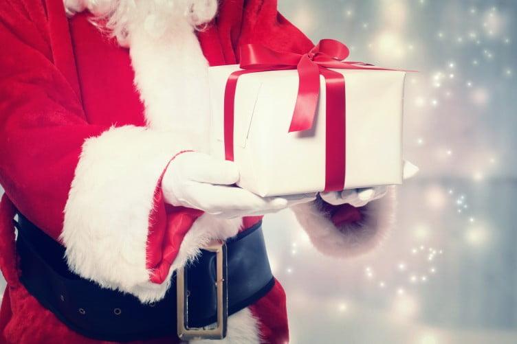 Ești în pană de idei? 10 cadouri excelente de Moș Crăciun de până în 500 de lei