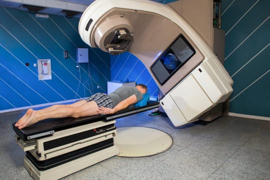 Un nou tratament pentru cancer reduce săptămâni de radioterapie la o secundă