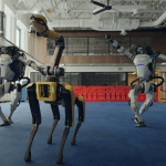 Clip viral. Roboții Boston Dynamics dansează rock'n'roll